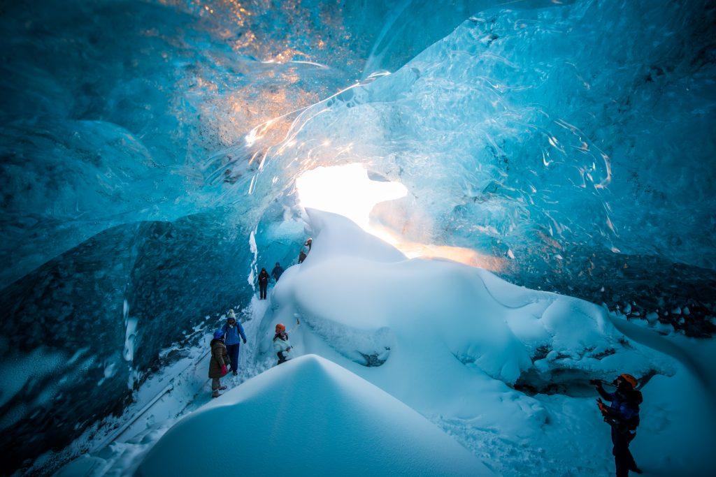 在冰岛的冰洞